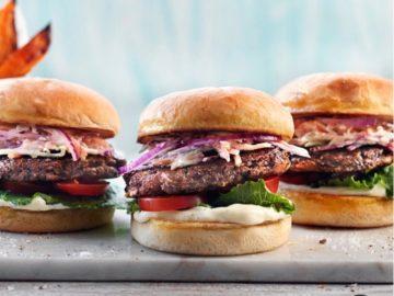 Friday bean burger med coleslaw och rostad sötpotatis!
